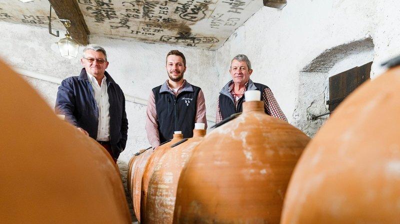 Loin des barriques, Paul et Maurice de Watteville vinifient en terre cuite