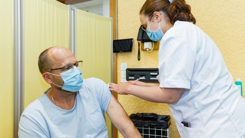 A peine ouverts, les centres de Nyon et Genolier vaccinent sans relâche