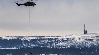 Armée: des chevaux ont eu droit à un tour en hélicoptère dans le Jura