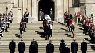 Grande-Bretagne: les adieux de la reine et son royaume au prince Philip