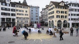 Les revenus de base ont la cote: essai à Zurich et projet fédéral