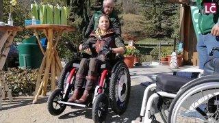 Silke Pan teste un fauteuil tout terrain