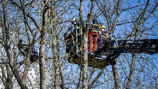 Lausanne: les zadistes du Mormont s'en prennent aux pompiers