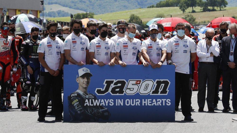 Les coéquipiers de Jason Dupasquier et l'ensemble des pilotes du paddock ont rendu hommage au jeune Fribourgeois.