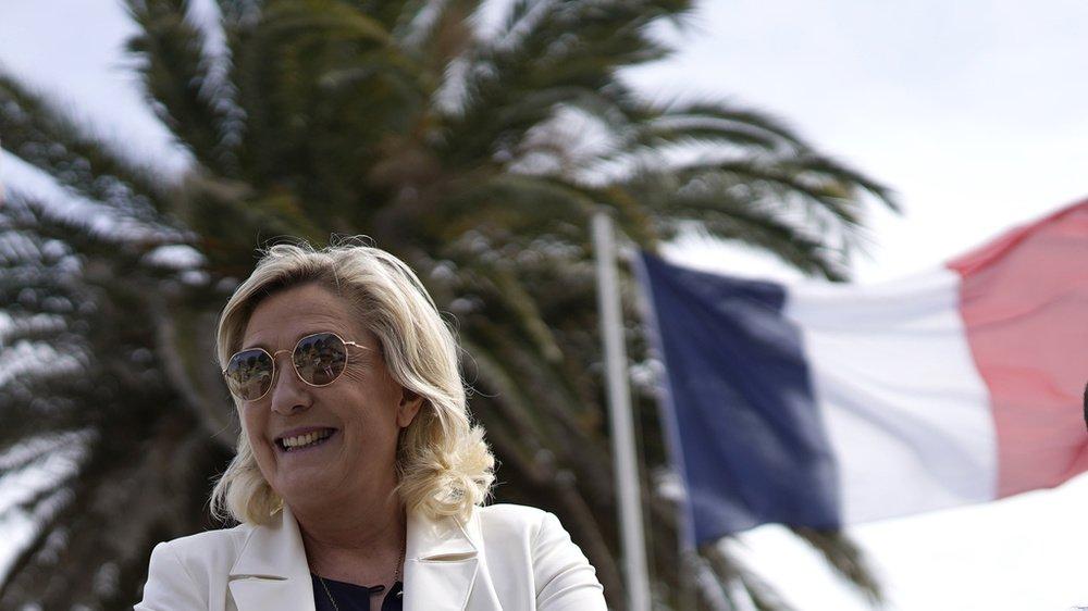 La dirigeante d'extrême droite Marine le Pen visitait hier jeudi une école de plongée à Fréjus.