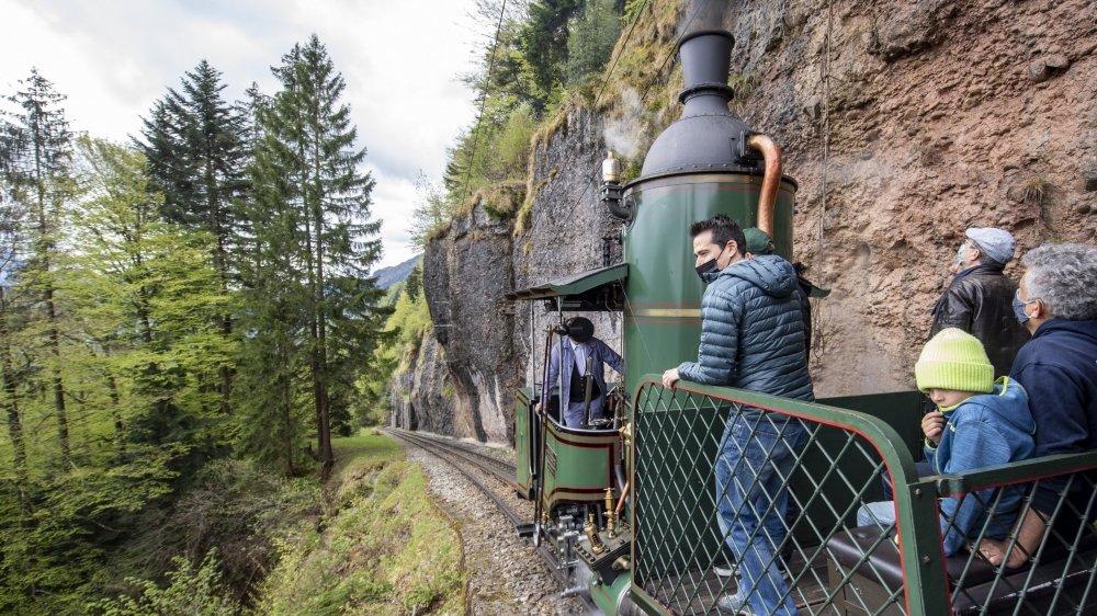 Mise en service en 1873,  la locomotive à vapeur n°7 n'avait plus gravi  le Rigi depuis 1937.