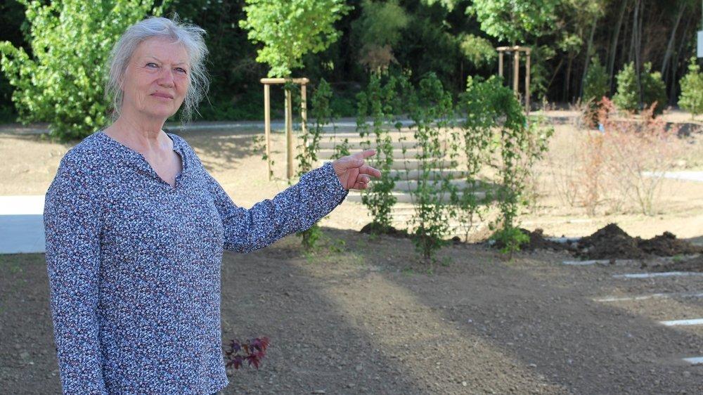 Marianne Golaz dénonce l'utilisation de glyphosate au pied de son immeuble, et dans le quartier.
