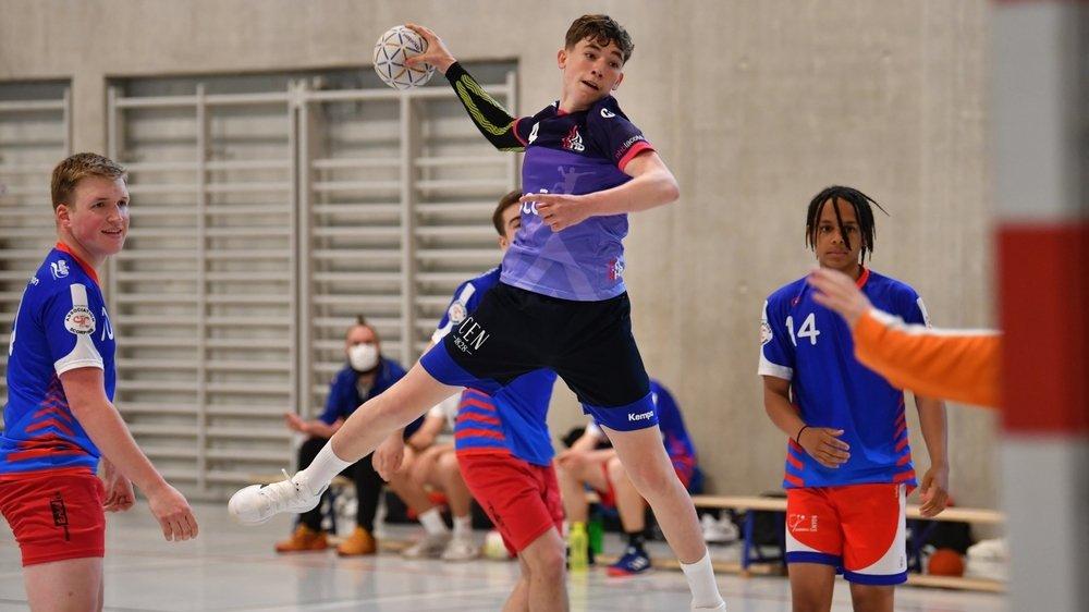 A l'image de Loïc Mazzoni, joueur de son équipe M19, le Nyon Handball La Côte prend de la hauteur.