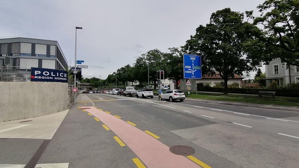 Le préavis relevait qu'à l'avenue des Pâquis, le trottoir devient soudainement accessible aux seuls cyclistes. Les piétons doivent poursuivre leur chemin de l'autre côté de la route. Mais l'indication est peu voyante.