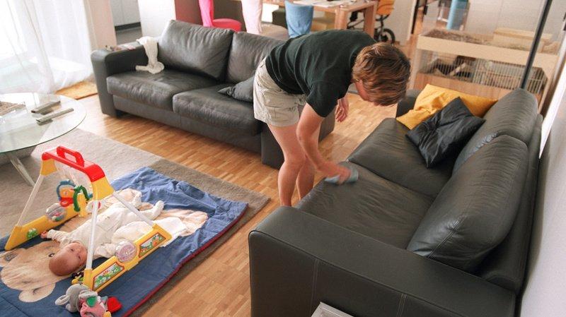 Tâches domestiques: les femmes en font toujours 50% de plus que les hommes