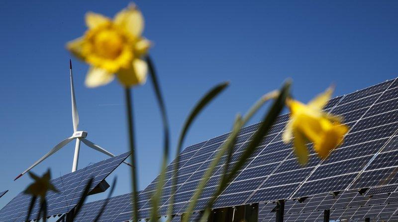 L'étude vise à répartir judicieusement éoliennes et panneaux solaires sur le territoire suisse (illustration).