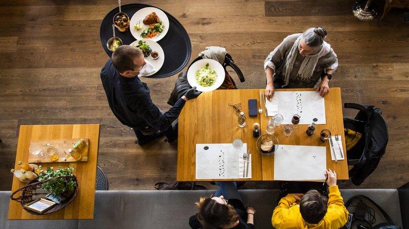 Les espaces intérieurs des restaurants rouvriront dès lundi.