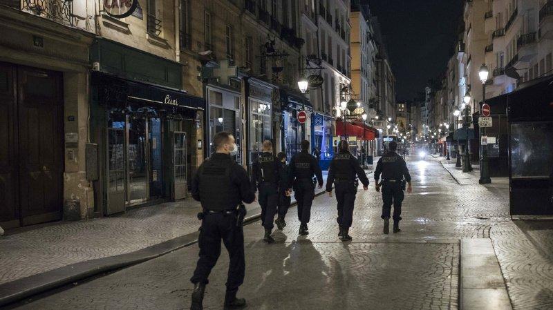 Coronavirus: des centaines de jeunes sans masque dispersés par la police à Paris