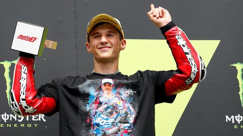Sur le podium, l'Espagnol Sergio Garcia portait un T-shirt en hommage au pilote fribourgeois Jason Dupasquier.