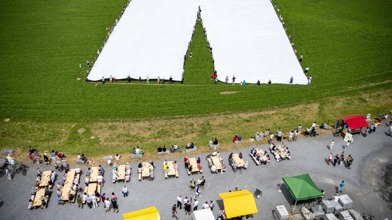 Un pantalon de 70 mètres de long présenté dans le canton de Lucerne