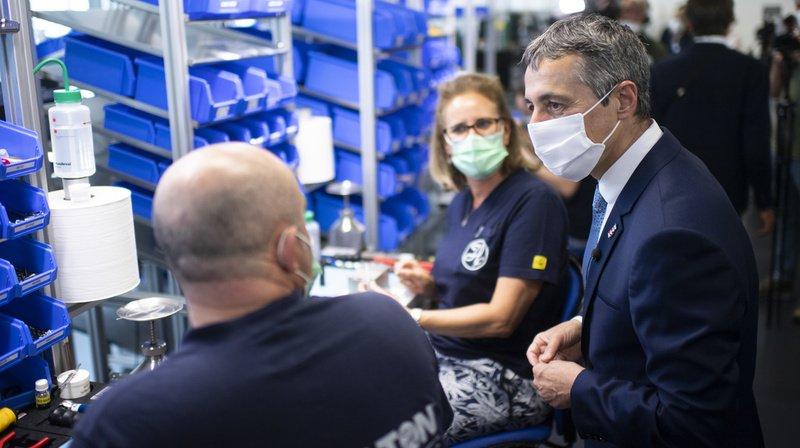 Coronavirus: Ignazio Cassis remercie les employés d'un fabricant de respirateurs dans les Grisons