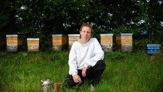 A Céligny, elle relève le défi de l'apiculture «ultra» bio