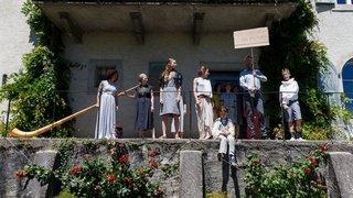 Perroy: les jardins du Prieuré se muent en scène de théâtre éphémère