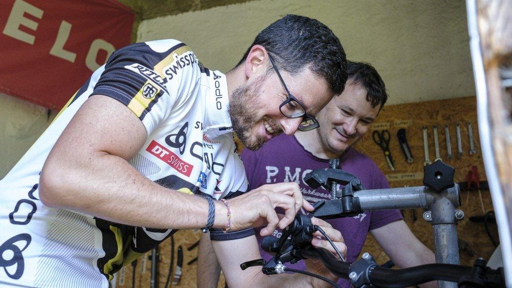 Damian Seoane en pleine action sur le vélo d'Olivier Mercier, venu découvrir le PiNyon samedi matin.