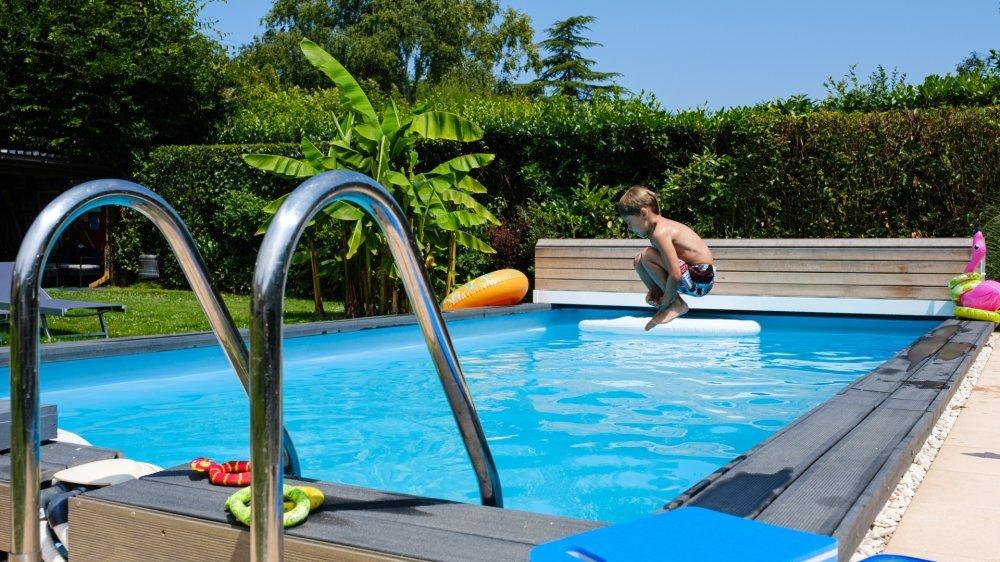 Avec des étés toujours plus chauds, les piscines individuelles n'ont pas fini d'envahir les propriétés de la région.