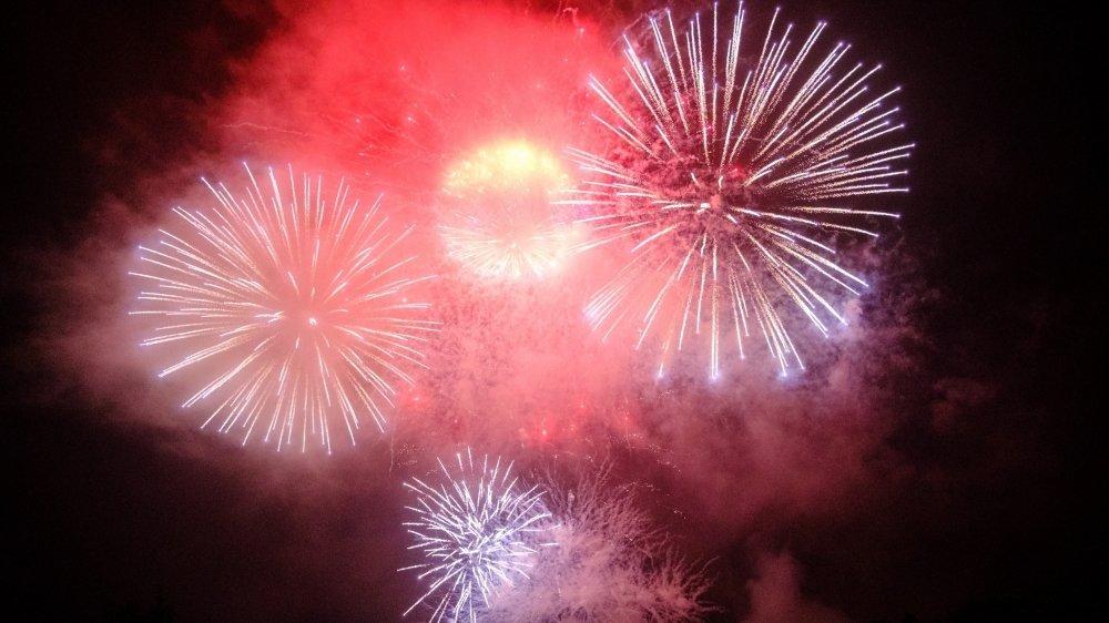 Au Signal de Bougy, la fête nationale a été célébrée par un somptueux feu d'artifices samedi soir. L'occasion aussi de fêter les 50 ans du parc de loisirs.
