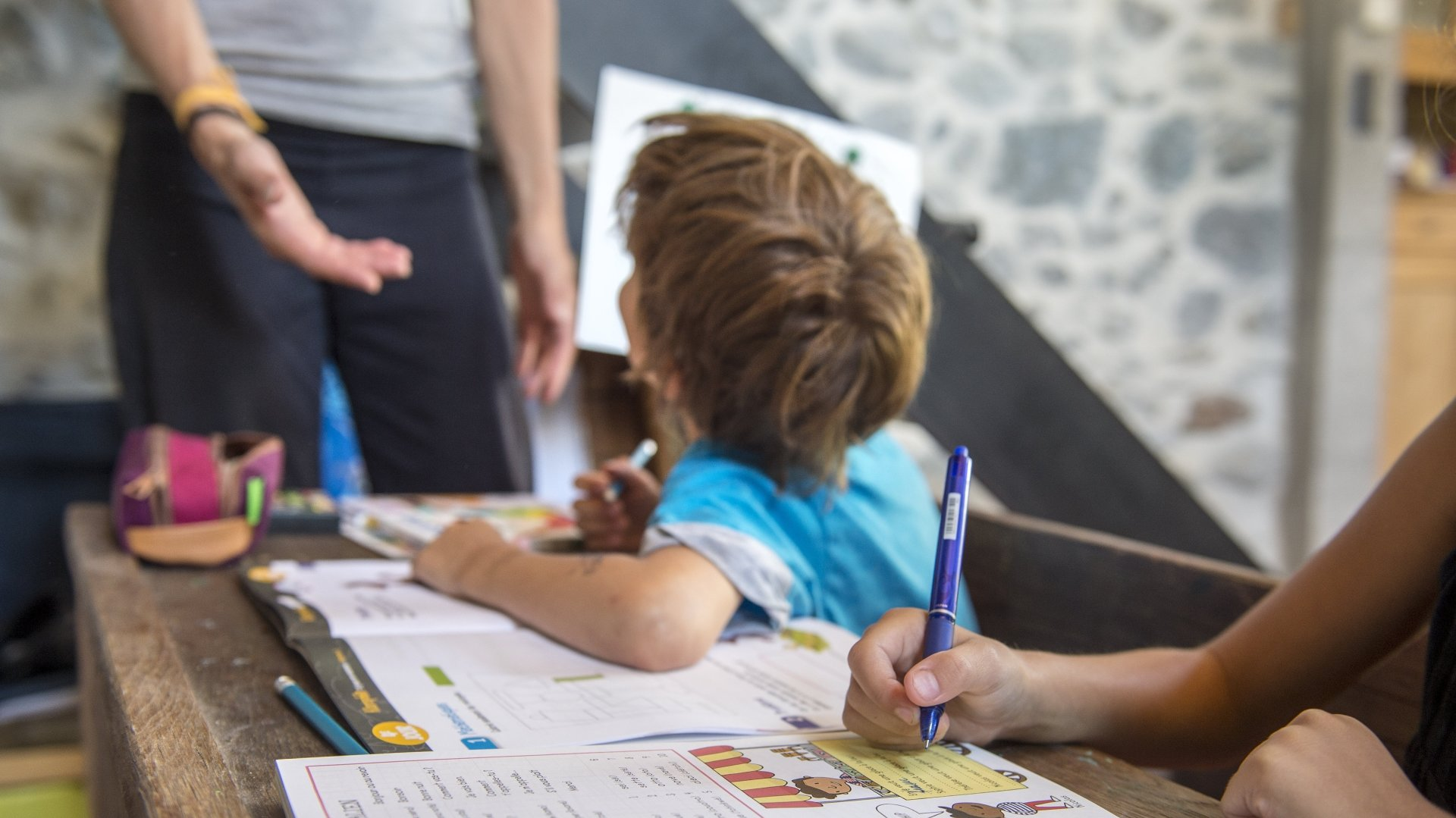 Alors qu'il suffisait jusqu'ici de s'annoncer pour déscolariser son enfant, la révision de la loi sur l'enseignement privé (LEPr), en consultation jusqu'au 5 septembre, prévoit désormais pour les familles l'obligation de formuler une demande.