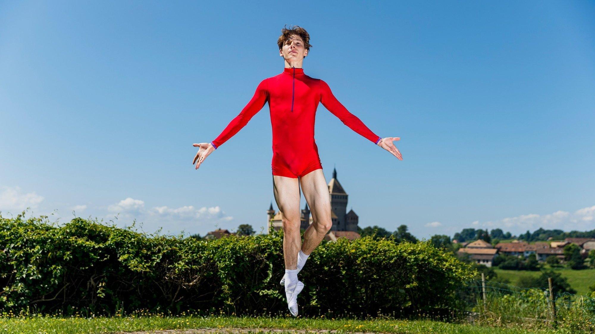 Lukas Simonetto est un danseur classique professionnel qui vit à Zurich. Lorsqu'il rentre dans la région, il partage son temps entre Monnaz et Pampigny.