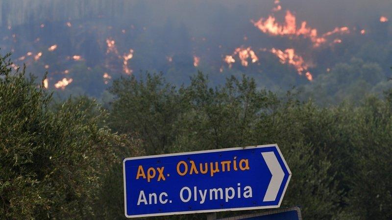 Grèce: les pompiers bataillent contre les incendies à Olympie et Eubée