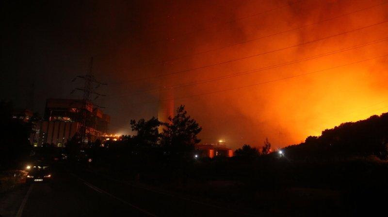 Incendies: le feu menace une centrale en Turquie et fait rage en Grèce