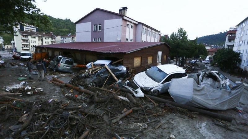 Turquie: après les incendies, des inondations massives font au moins 9 morts