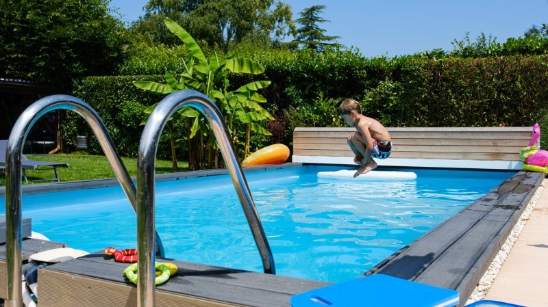 Sur La Côte, les piscines privées déferlent dans les jardins