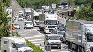 Trafic des vacances: bouchon de 10 km devant l'entrée nord du tunnel du Gothard