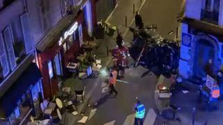 Une voiture percute une terrasse à Paris: un mort et six blessés