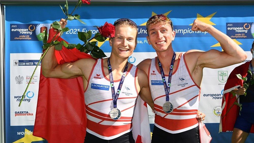 Gian Struzina et Raphaël Ahumada ont fêté le podium avec leur médaille d'argent... avant de devoir la rendre.