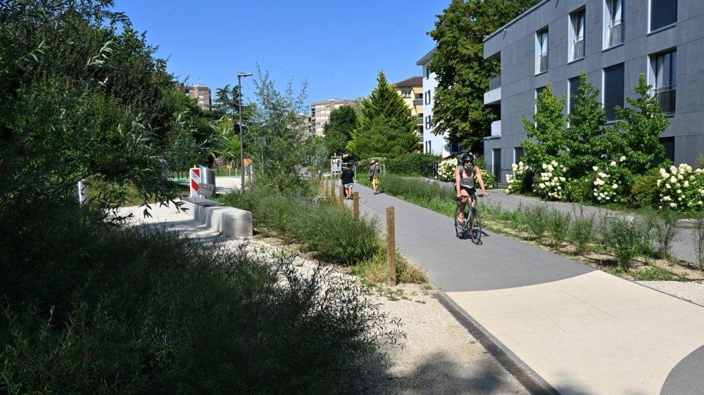 L'axe Saules-Couchant est un trait d'union entre la route de Divonne et l'avenue Alfred Cortot.