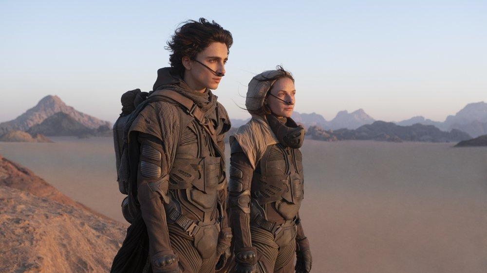 Entièrement recouverte de sable et peuplée de vers géants, Dune suscite toutes les convoitises…