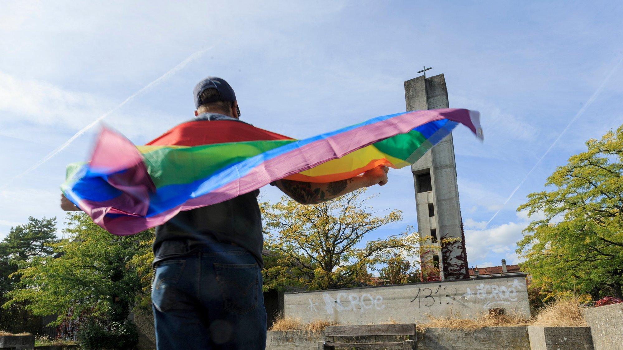 Les couples de même sexe pourront se marier civilement dès l'été 2022. Et à l'église? Des mariages homosexuels auront-ils un jour lieu au temple de Gland, ici à l'image?