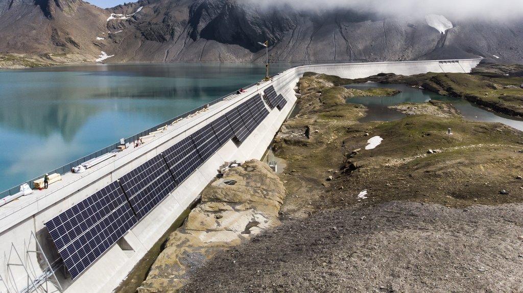 La plus grande centrale solaire alpine en construction à Glaris