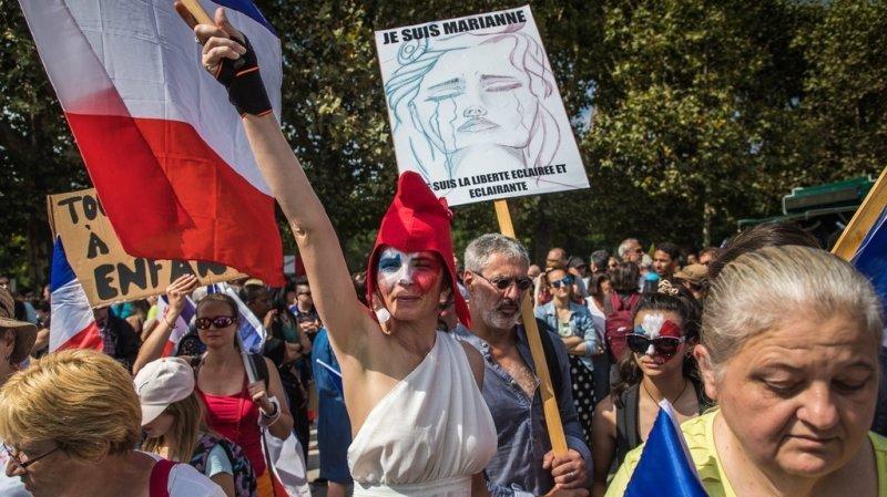 Coronavirus: près de 48'000 manifestants contre le pass sanitaire en France