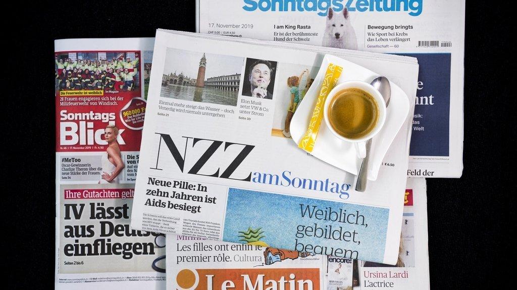 Revue de presse: pass sanitaire au travail, Credit Suisse perquisitionné, contrôle des coûts de la santé,… les titres de ce dimanche