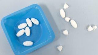 Santé: les prix des génériques les moins chers restent très élevés en Suisse