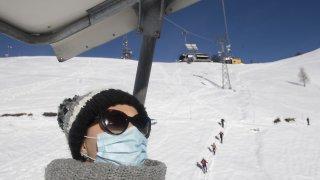 Certificat Covid: vers une obligation dans les stations de ski en Suisse?