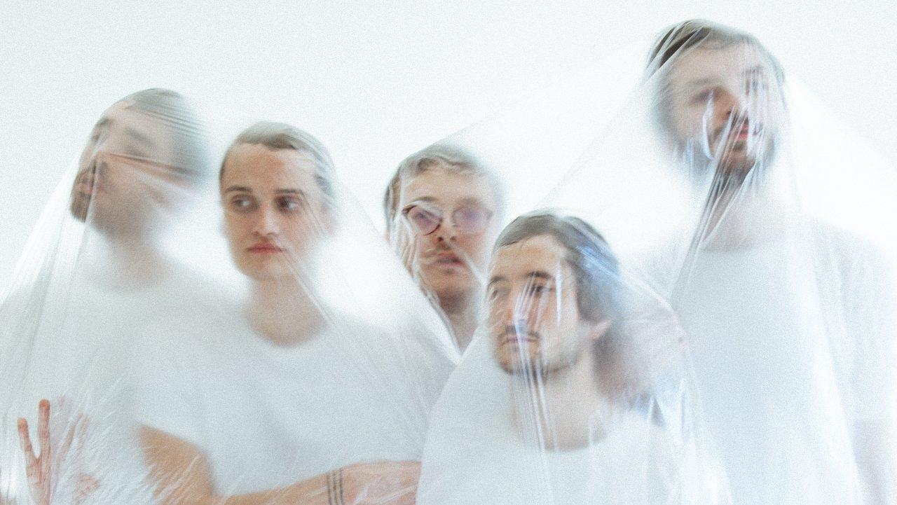 """Texte puissant couleur spleen, rythme lancinant, le rap radical du groupe belge """"Glauque"""" va électriser la scène nyonnaise ce samedi."""