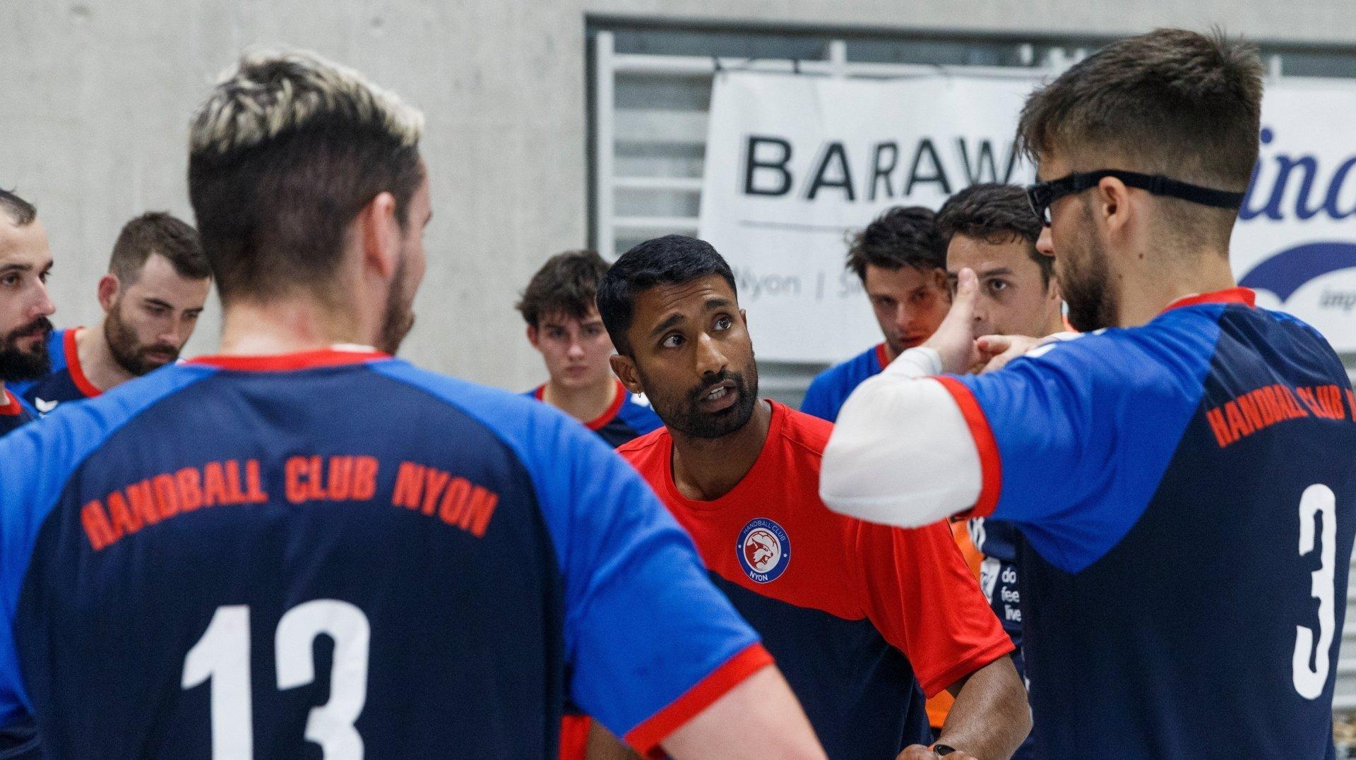 """Le coach nyonnais Sutharshan Varatharaju a pu jauger de la solidité mentale de ses """"bleu et rouge""""."""