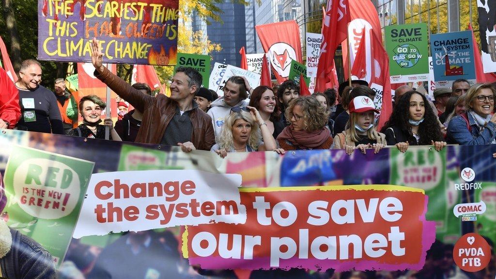 Belgique: des dizaines de milliers de manifestants pour le climat à Bruxelles