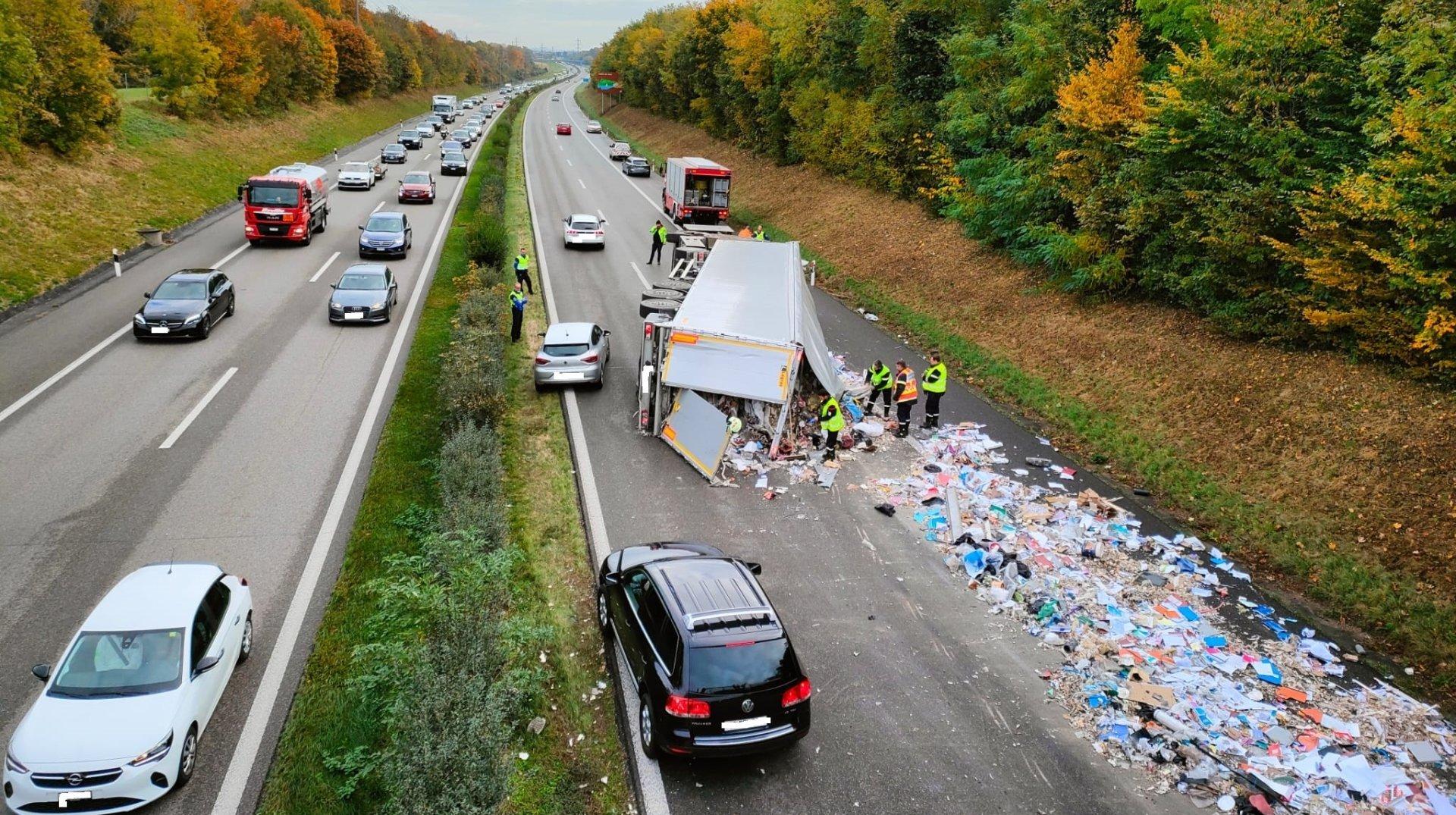 Monstre accident sur l'A1 entre Nyon et Gland: les voitures évacuées
