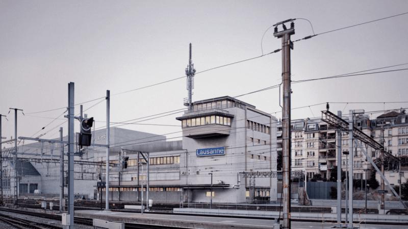 Le projet lauréat conserve et agrandit l'ancien poste de direction de la gare et sa «tour de contrôle».