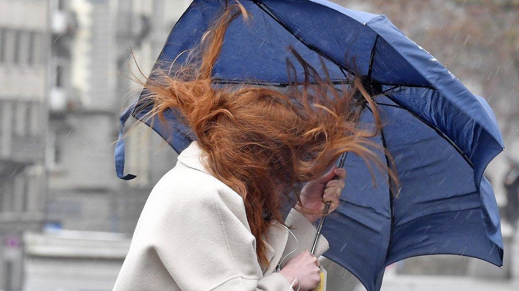 Une tempête, accompagnée de vents violents, traverse la Suisse