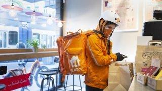 Livraison de repas: eat.ch exerce bien une activité postale en Suisse