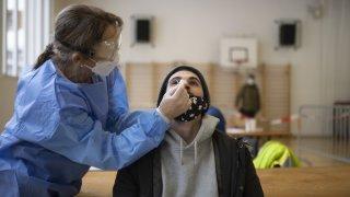 Coronavirus: la Suisse compte 1240 nouveaux cas pour 23'324 tests, 2 morts et 21 hospitalisations